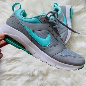 Nike Air Max motion Size 8 turquoise Blue